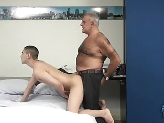 bareback (gay) Daddy Bear Drills a Twink daddy (gay)